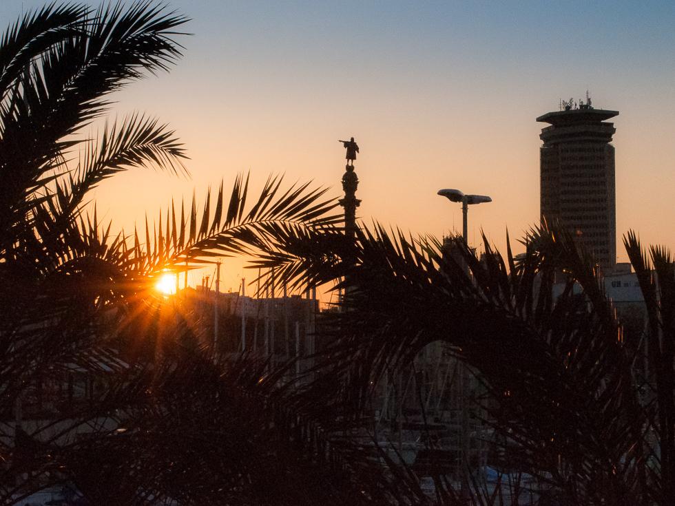 Bacelona - Sonnenuntergang - Kolumbus zeigt aufs Mittelmeer