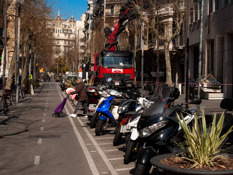 Barcelona - Motorräderparkstreifen