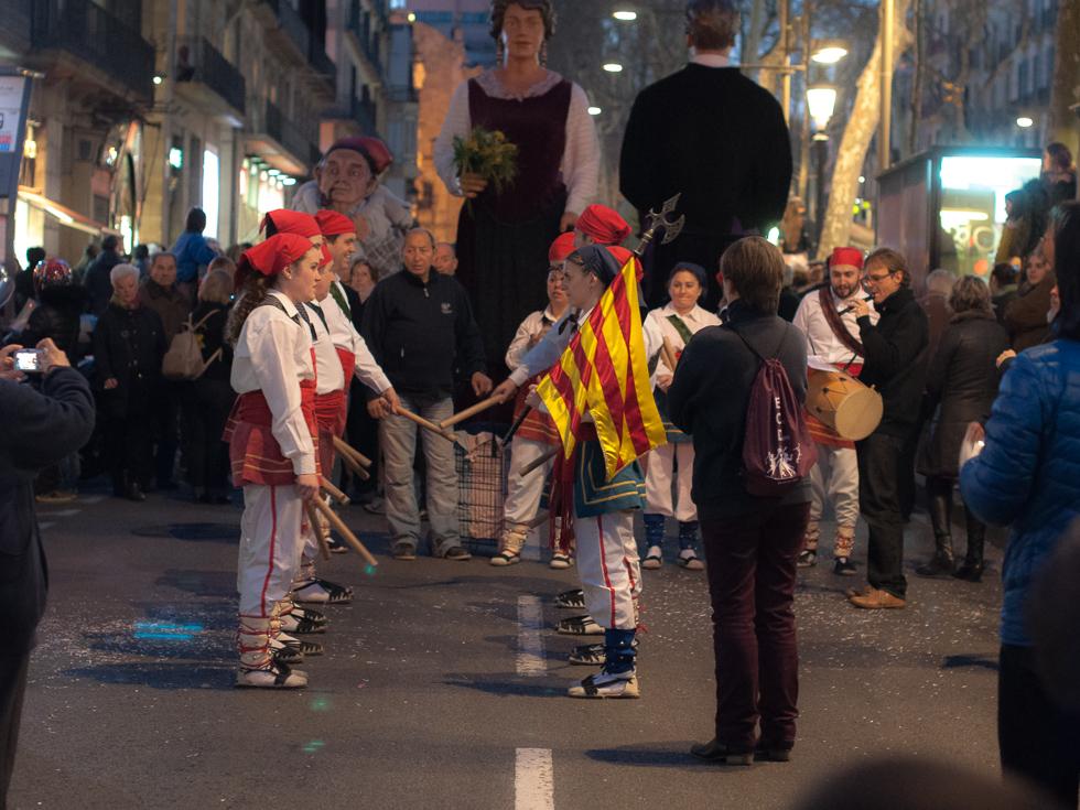 Barcelona - Straßenumzug katalanische Flagge