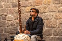 Barcelona - Musiker mit Zupfinstrument