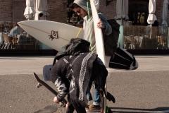 Barcelona - Surfer und Skaterin